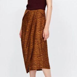 NWT Zara Pleated Jacquard Skirt Burnt Orange M